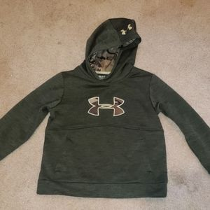 Under armour boys sweatshirt size small green